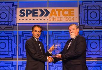 Jim Crompton receiving SPE award