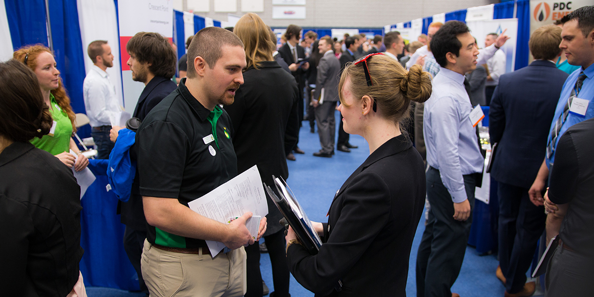 A Mines student talks to a recruiter at Spring 2018 Career Day