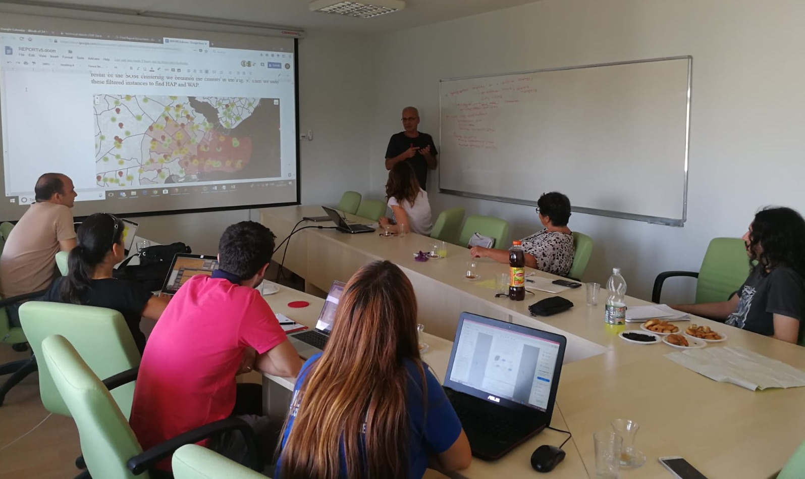 Research team discusses mobile phone data of Syrian refugees