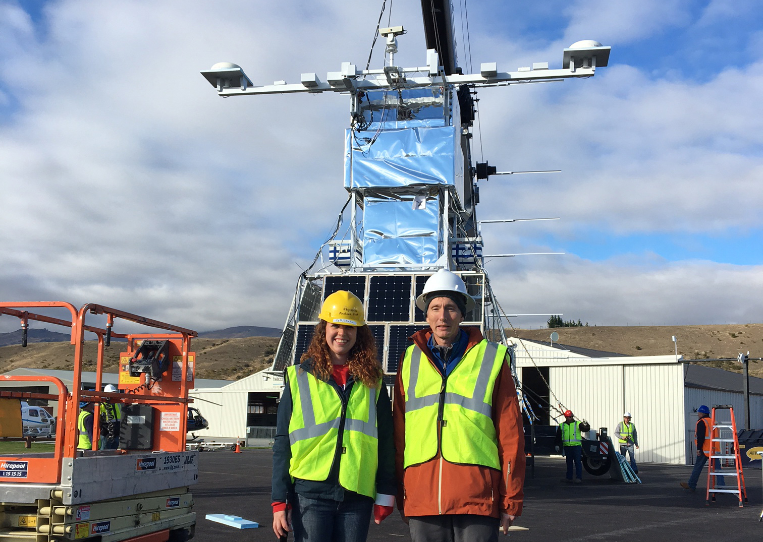 Rachel Gregg and Lawrence Wiencke at the launch site in New Zealand