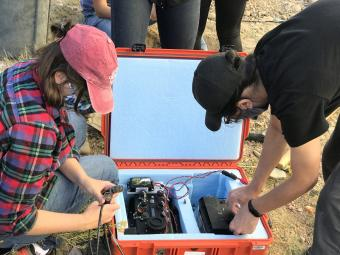 Students connect the digitizer to the seismometer