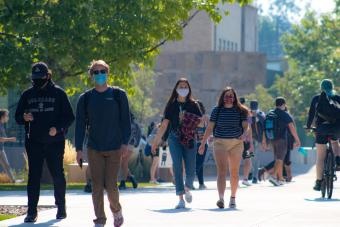 Students wearing masks on Mines campus