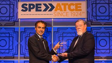 Jim Crompton receiving SPE award