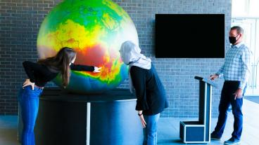 Mines students try out the new projection globe