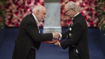 Sir Fraser Stoddart receiving his 2016 Nobel Prize in Chemistry