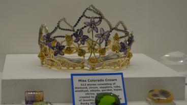 Close up of the crown.