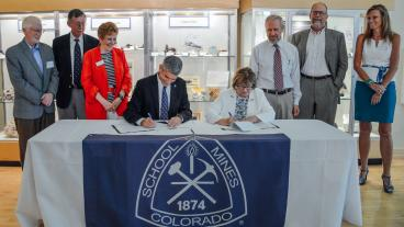 Mines President Paul Johnson and U.S. Geological Survey Director Suzette Kimball signing a document renewing the five-year memorandum of understanding.
