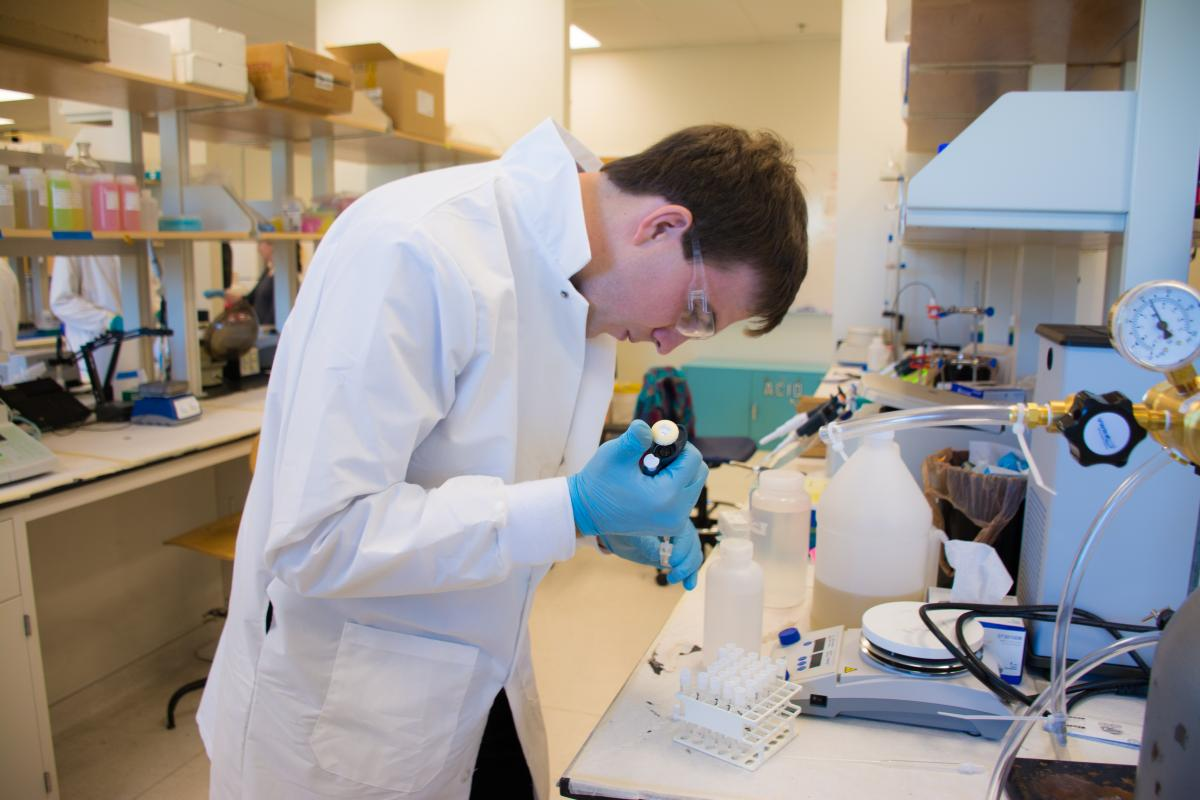 Mines student works on a project in the radiochemistry lab